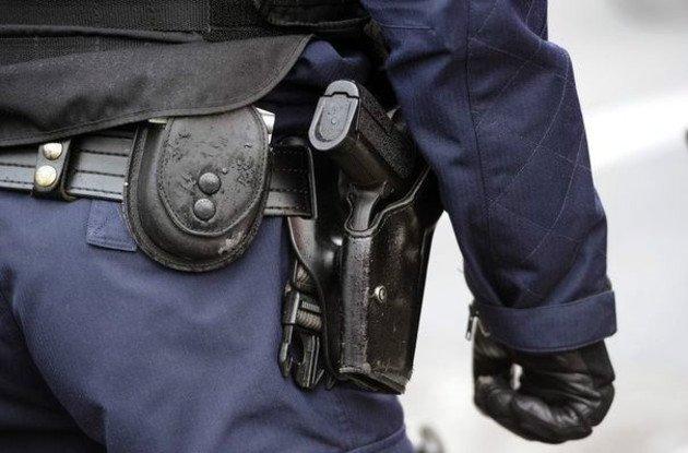 316811_un-policier-arme-630x0-1