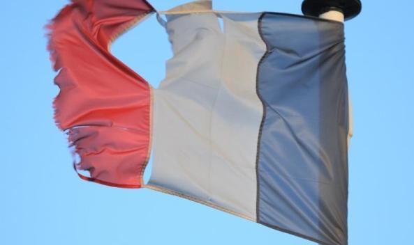 drapeau-franc3a7ais-dc3a9chirc3a9-800x475-1