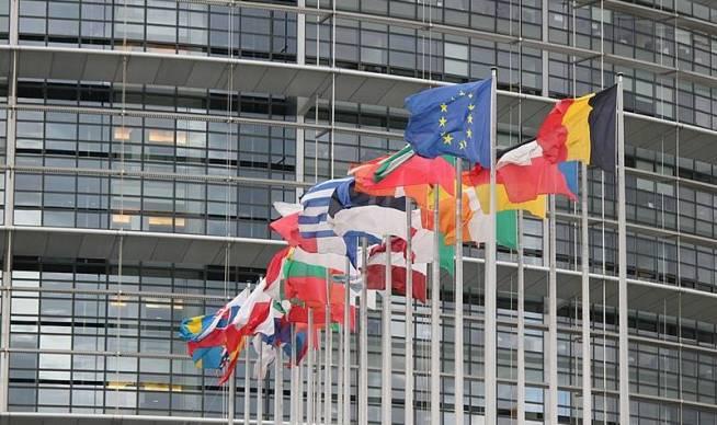 800px-drapeau-du-parlement-europeen-de-strasbourg-800x475-1
