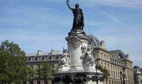800px-place-de-la-republique-monument-for-gloire-de-la-republique-francaise-2-800x475-1